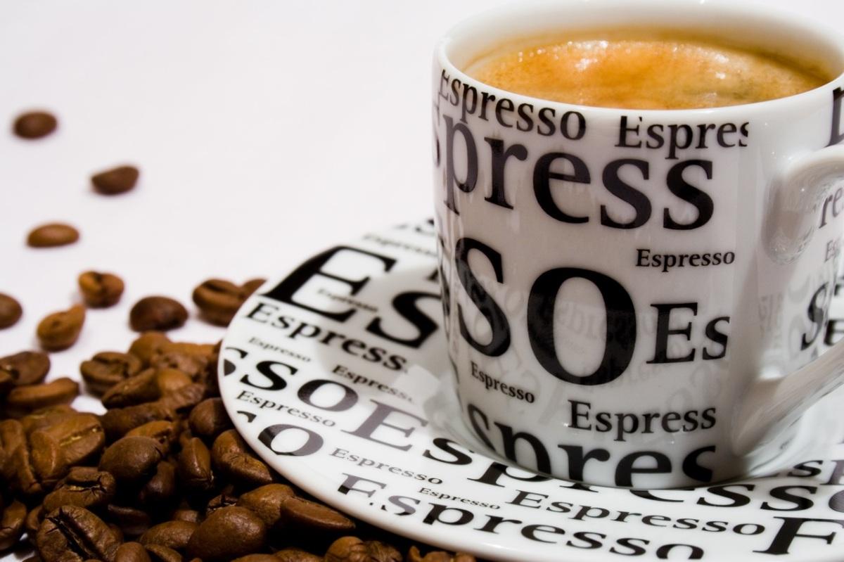 Apiedapie drinkt espresso met Ernest van derKwast