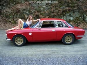 alfa_romeo_bertone_girl_barefoot_driving_005