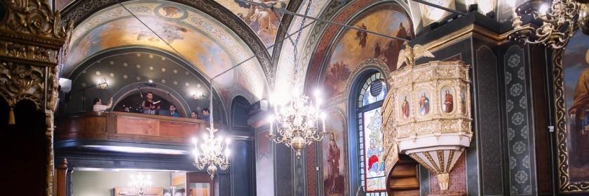 Bron: Adrian Câtu, het koor achterin de kerk.